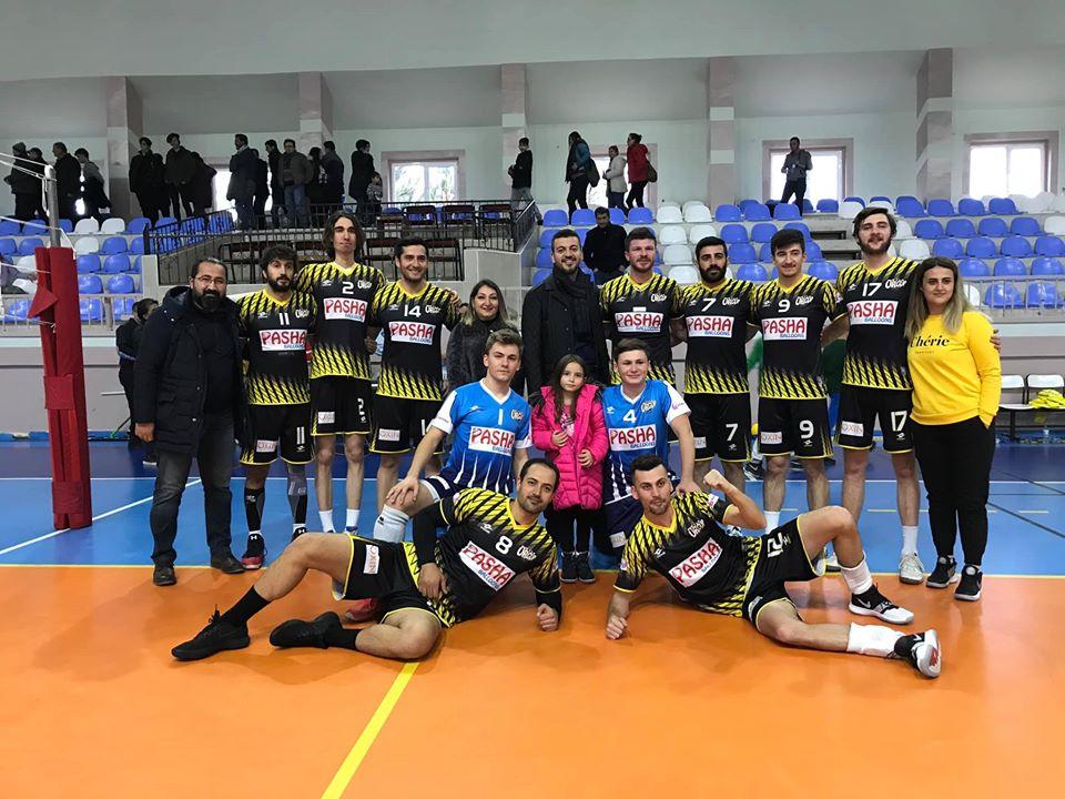 Ürgüpspor Voleybol takımı güçlü rakibini -3-2 yendi