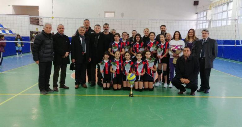 Nevşehir Şampiyonu Altınyıldızlı Filenin Küçük Sultanları Niğde'de