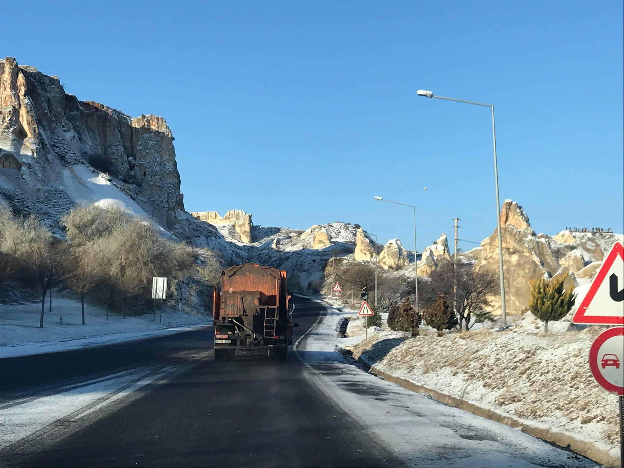 Ürgüp Belediyesi kar ve buzlanmaya karşı çalışıyor