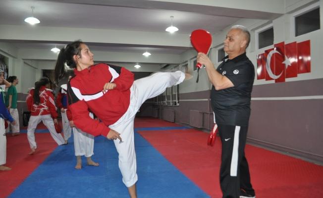 Nevşehir'in şampiyon Taekwondocularını yetiştiriyor
