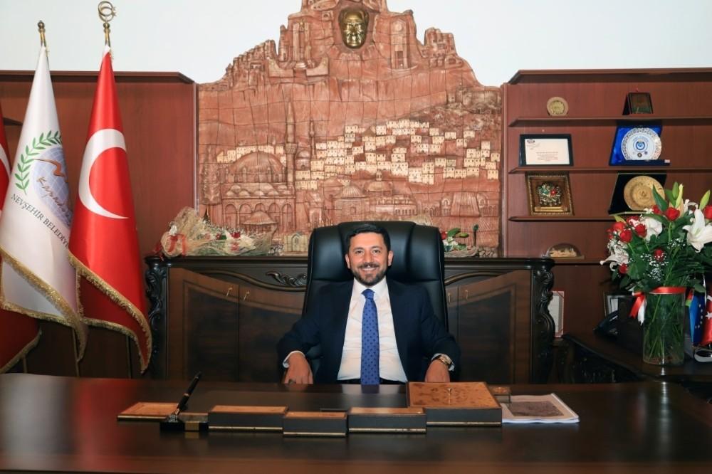 Belediye Başkanı Arı, 'Gönül Kumbarası' İyilik Hareketini Başlattı
