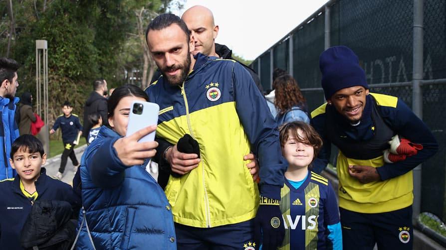 Fenerbahçeli futbolcu Vedat Muriqi'den Nevşehir Kızılay'a büyük bağış
