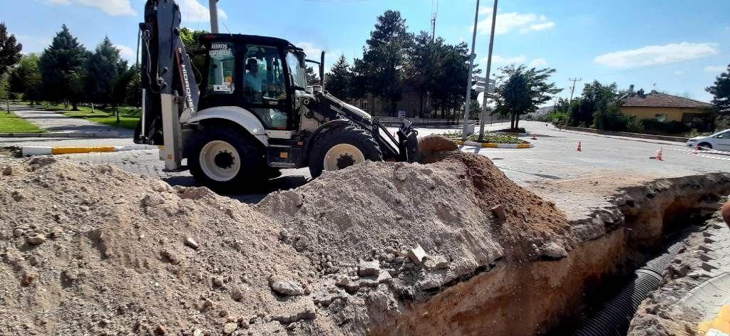 Avanos'ta yağmur suyu hattı döşeme çalışmaları sürüyor