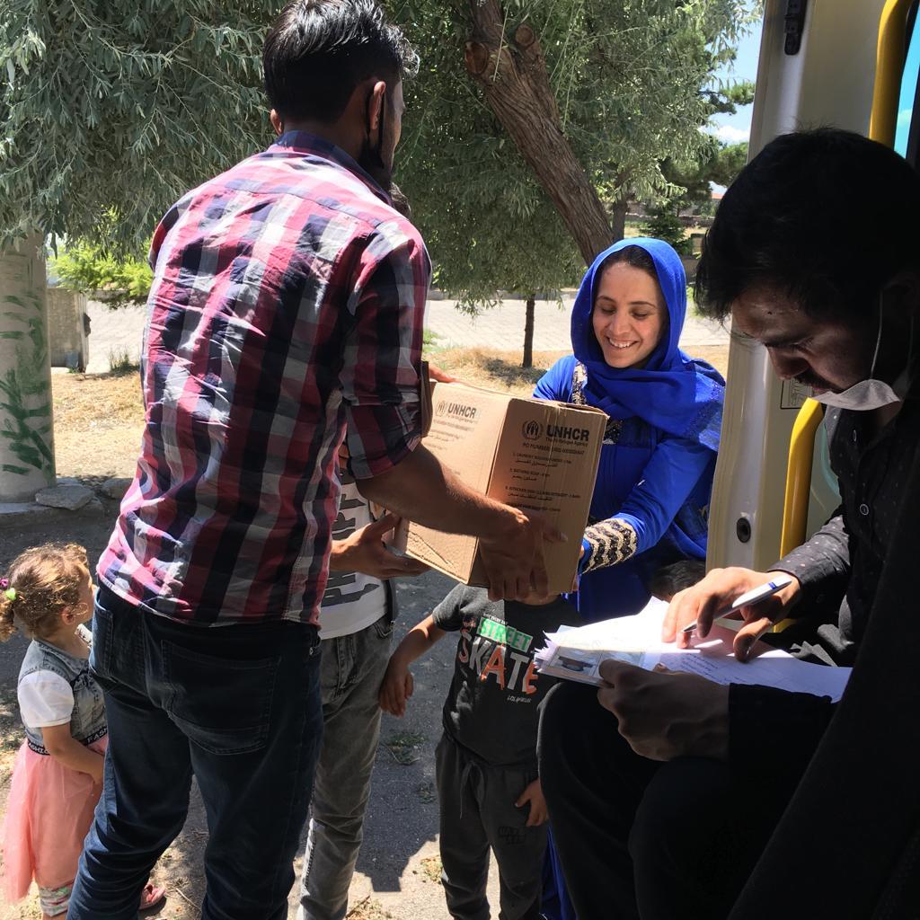 Çadır kent'te yaşayan ailelere hijyen kiti dağıtıldı