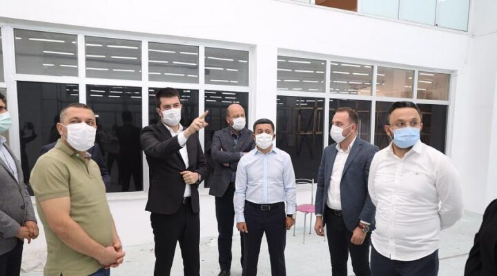 AK Parti heyeti Buklet Fabrikası ve Hayvan Kasabasını gezdi