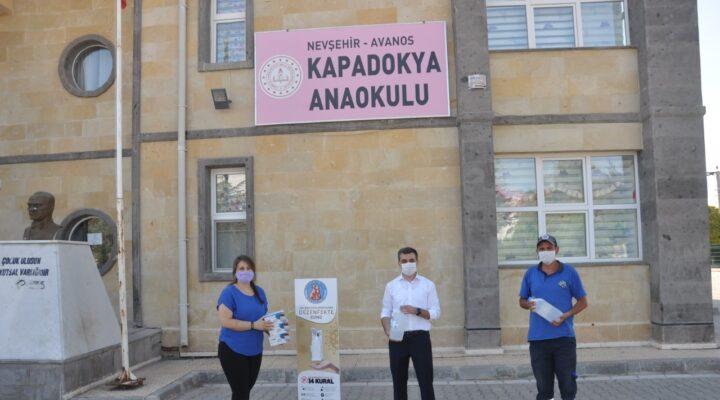 Başkan İbaş'tan okullara dezenfektan standı ve maske