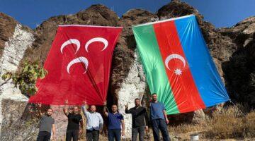 Ülkücüler, MHP dağına Azerbaycan bayrağı astı