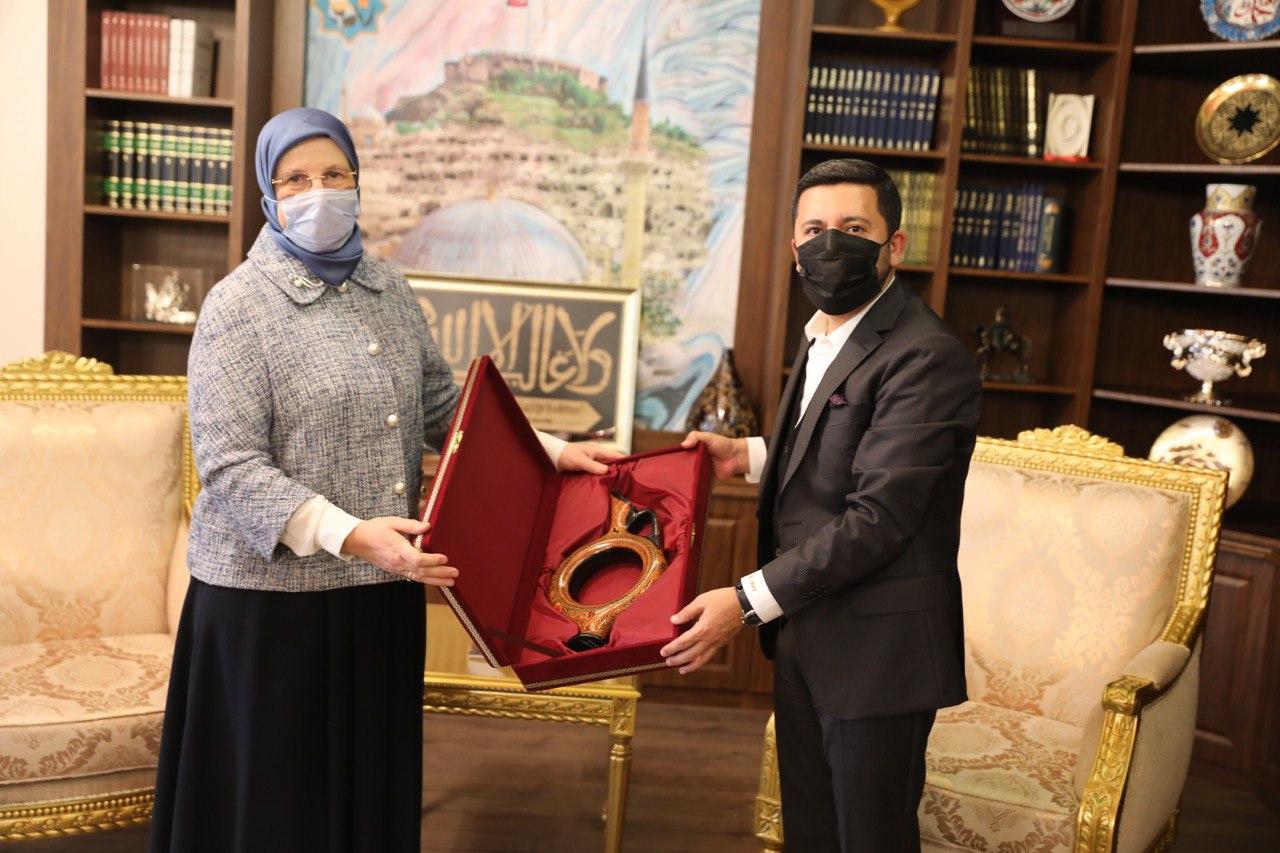 Aile eski Bakanı Sema Ramazanoğlu'ndan Başkan Arı'ya ziyaret