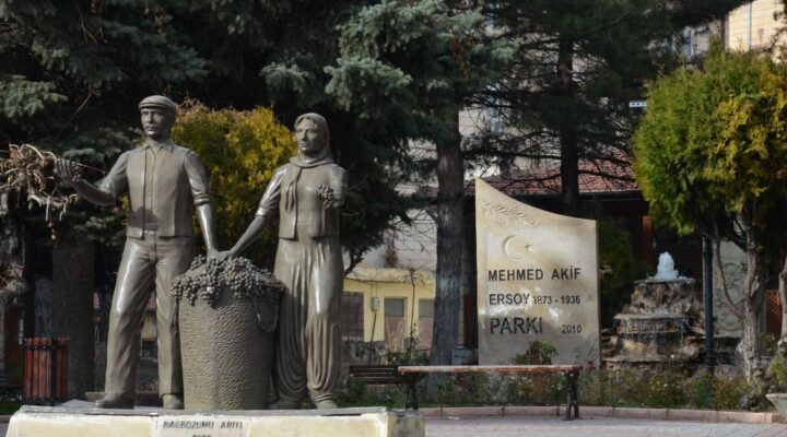 Ürgüp'teki değişime bağ bozumu anıtı da ayak uydurdu