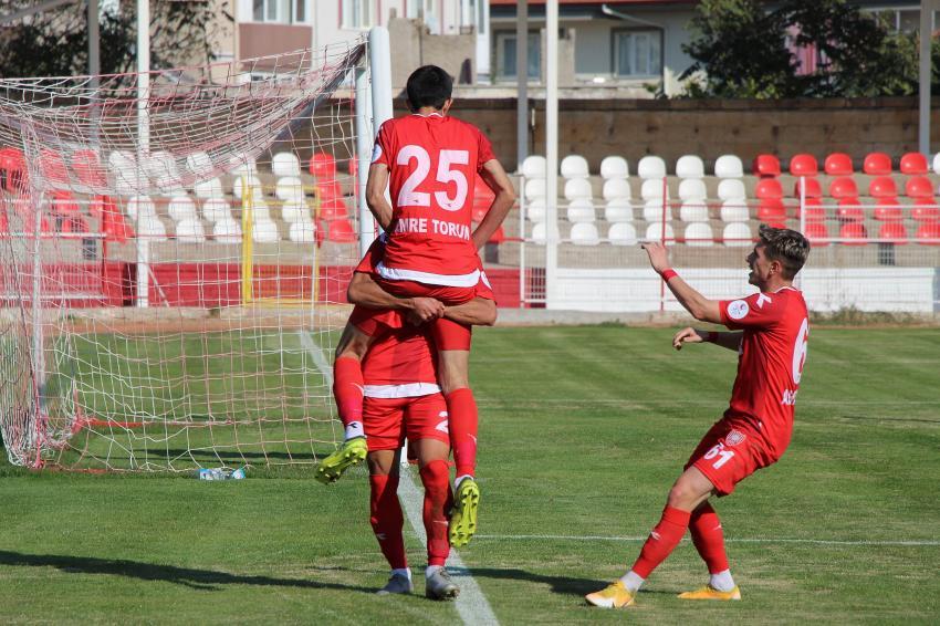 Nevşehir Belediyespor güçlü rakibi Bucaspor'u 2-1 mağlup etti
