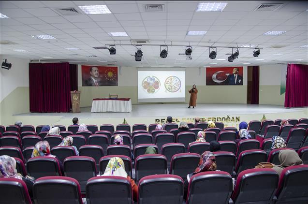 Kuran kursu öğreticileri hizmet içi eğitime katıldı