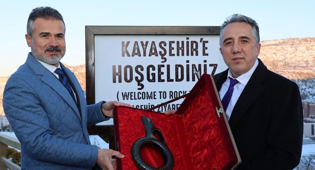 Eski Bakanlarından Suat Kılıç Kayaşehir'i gezdi
