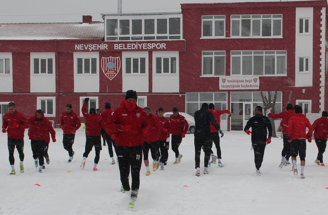 Nevşehir Belediyespor karda antrenman yaptı