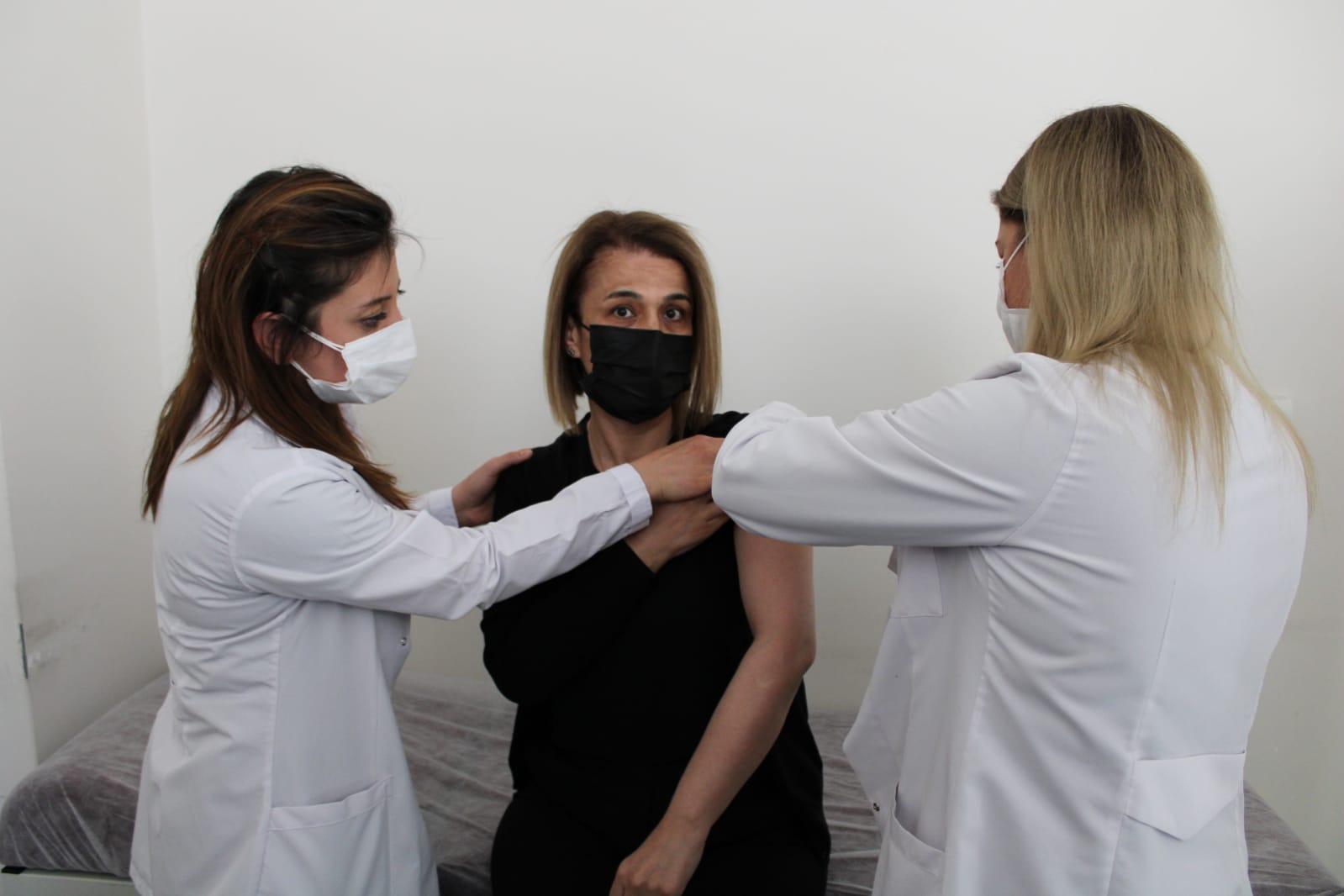 Nevşehir Valisi İnci Sezer Becel aşının ilk dozunu yaptırdı