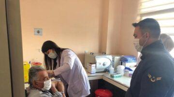 Acıgöl'de 65 yaş üstü vatandaşların aşıları yapıldı