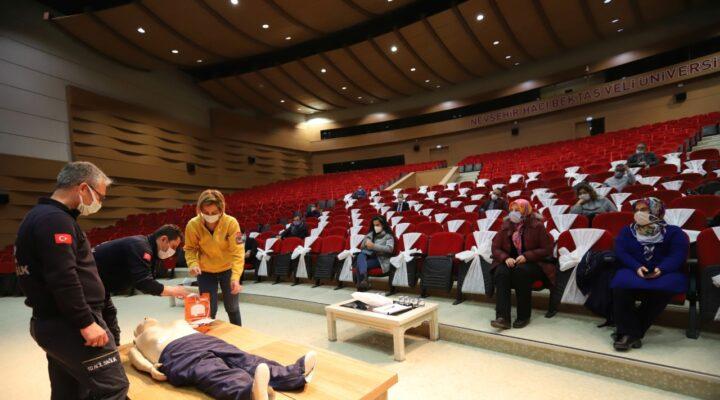 Nevşehir İl Sağlık Müdürlüğü'nden NEVÜ'de İlk Yardımcı Personel eğitimi