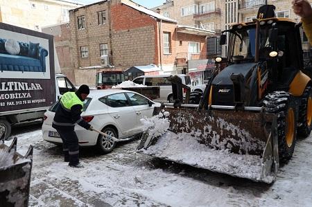 Belediye Ekipleri kar temizleme çalışmalarını sürdürüyor
