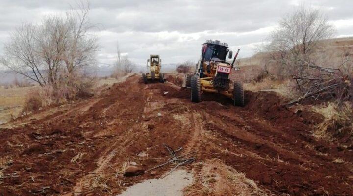 Ayhanlar – Yeşilöz arasında yeni yol yapımı sürüyor