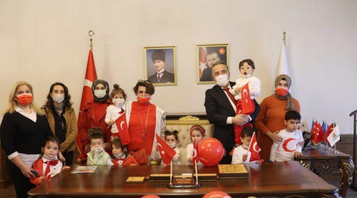 Başkan Savran'ın minik misafirleri