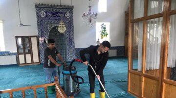 7 Köy camisinin halıları da yıkandı
