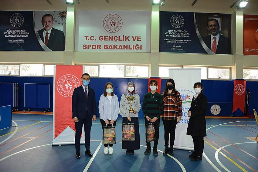 Liseli gençler arası bilgi yarışması düzenlendi