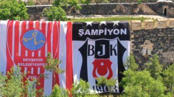 Nevşehir Kalesi'ne Dev Beşiktaş Bayrağı