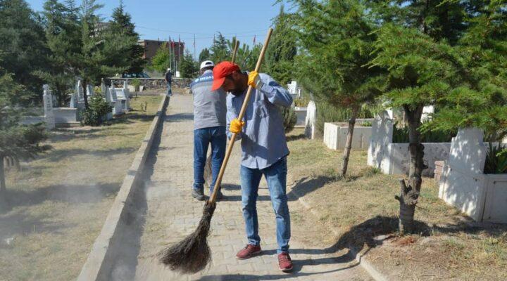 Gülşehir mezarlığında bayram hazırlığı tamam