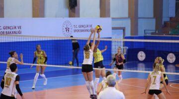 Nevşehir Numune Gençlik Kadın voleybol takımı ilk maçında kaybetti