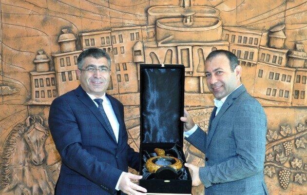 Başkan İbaş'tan NEVÜ Rektörü Aktekin'e ziyaret