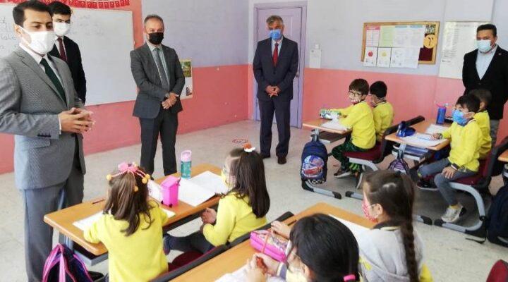 Öner okullardaki pandemi tedbirlerini denetliyor